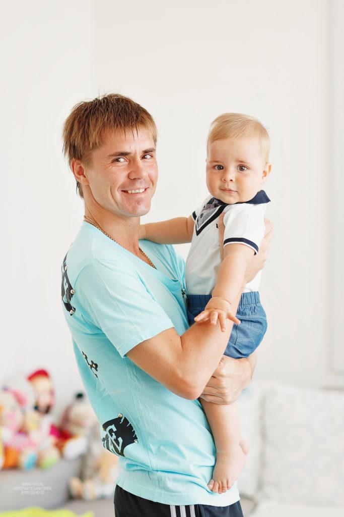 Семейная фотосессия дома. Папа с сыном. Фотограф Татьяна Горина.