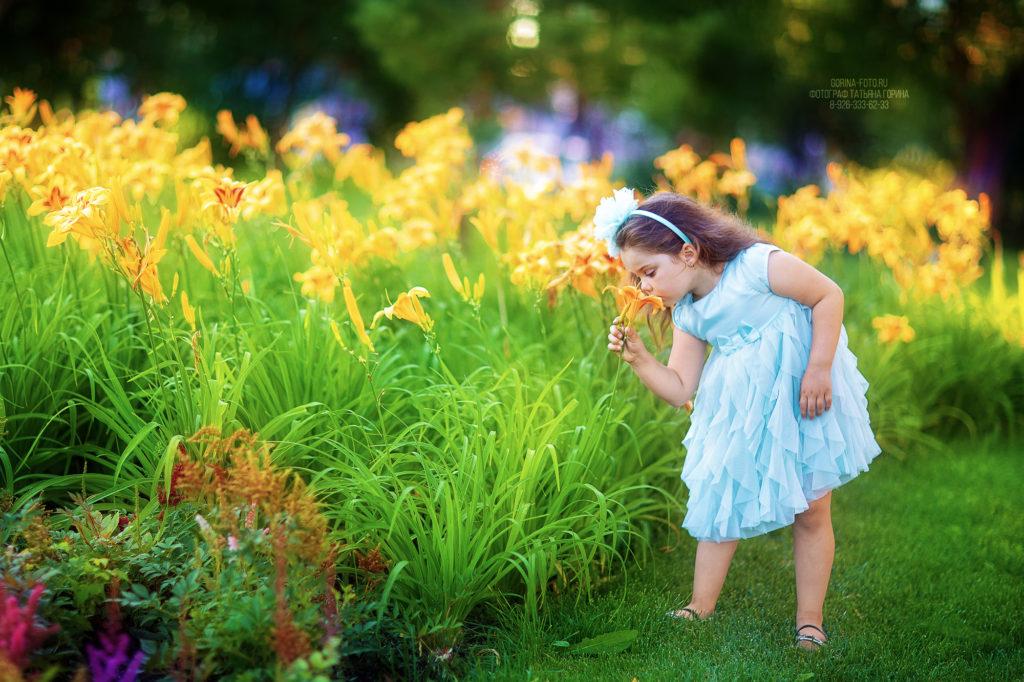 Детская фотосессия на природе летом. Фотограф Татьяна Горина.