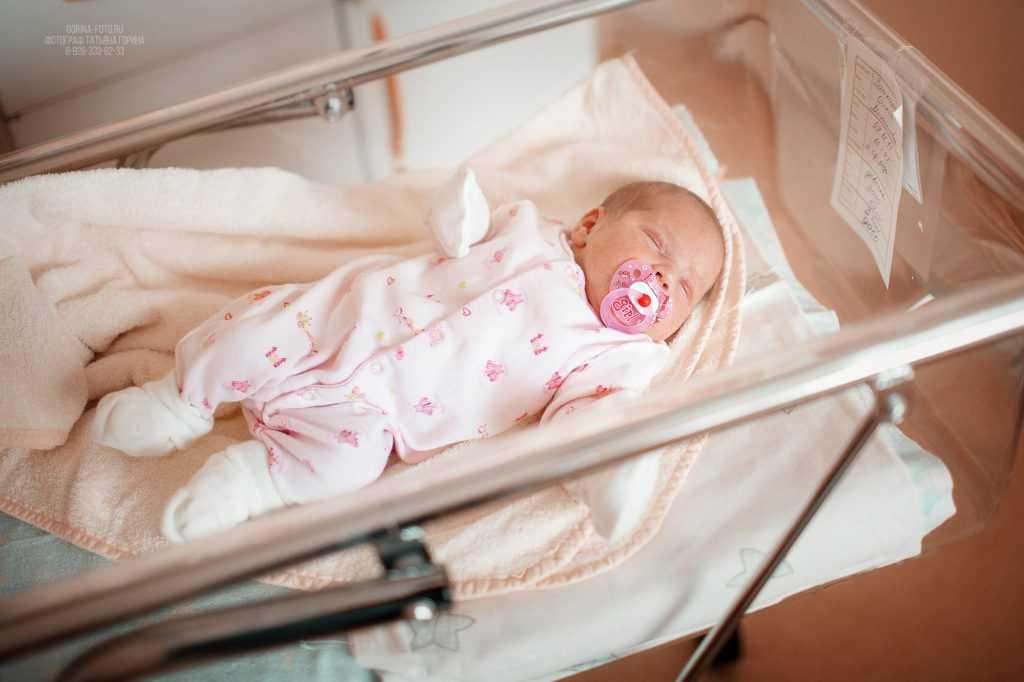 Выписка малыша из роддома. Фотограф Татьяна Горина.