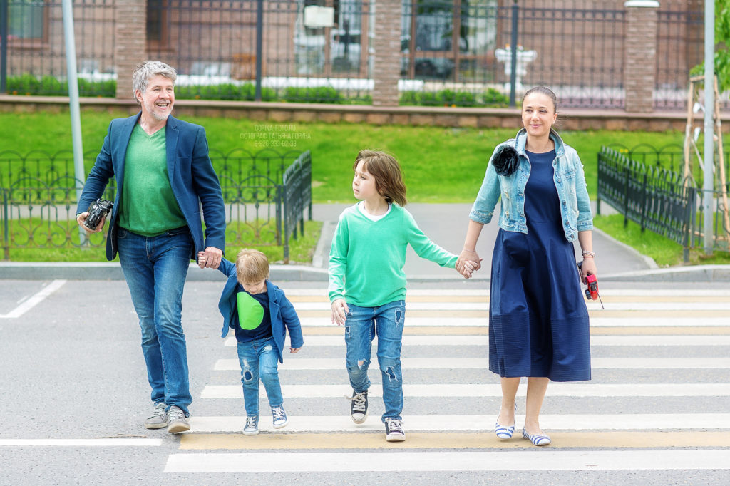 Семейная фотосессия на улице в Москве. Фотограф Татьяна Горина.