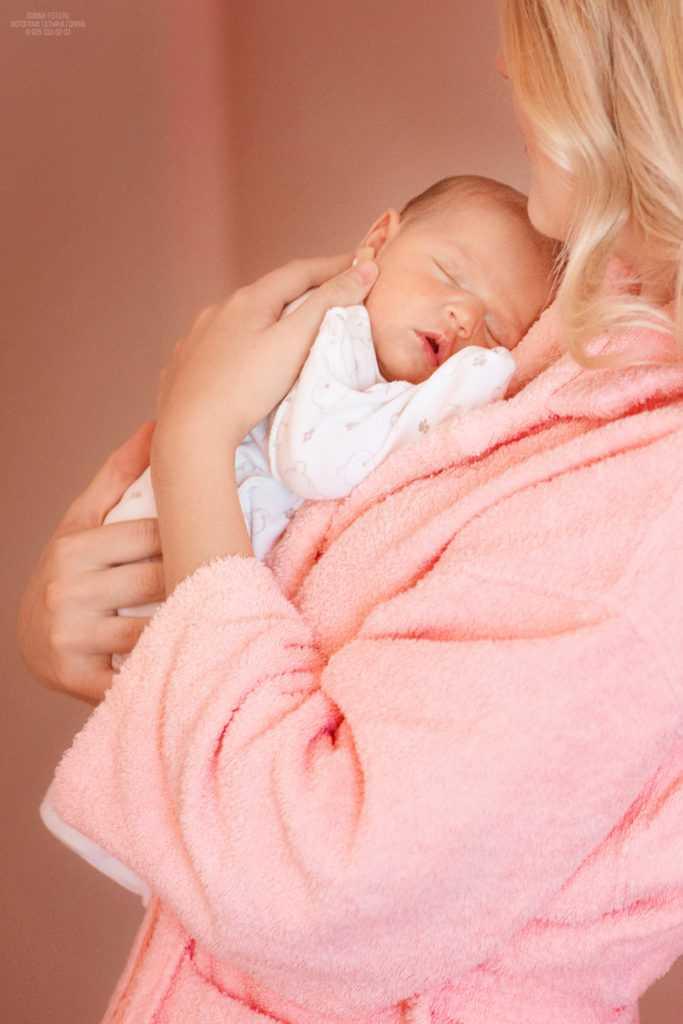 Выписка новорожденного из роддома. Фотограф Татьяна Горина.