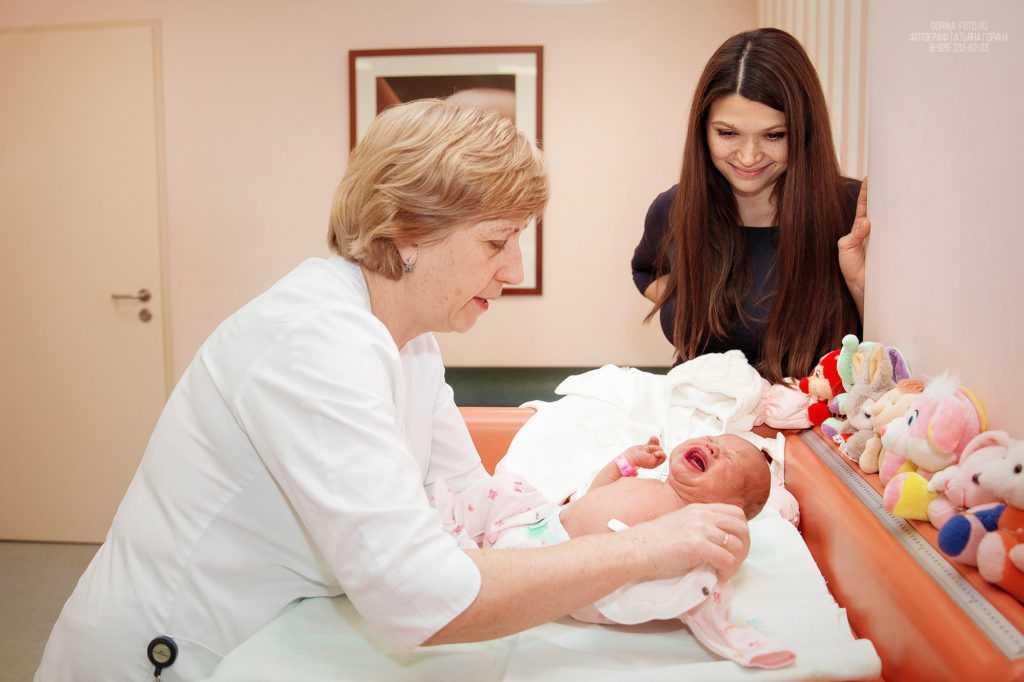 Выписка ребенка из роддома. Фотограф Татьяна Горина.